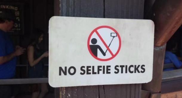 Disney-selfie-stick-ban-01.png